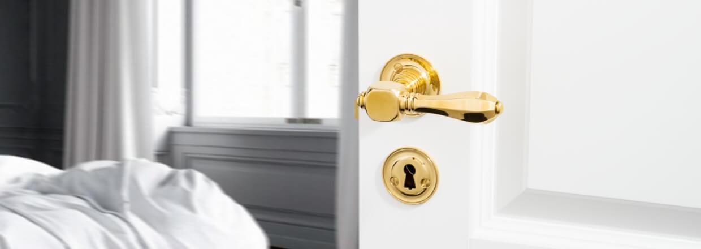 More than 4.100 different door handles