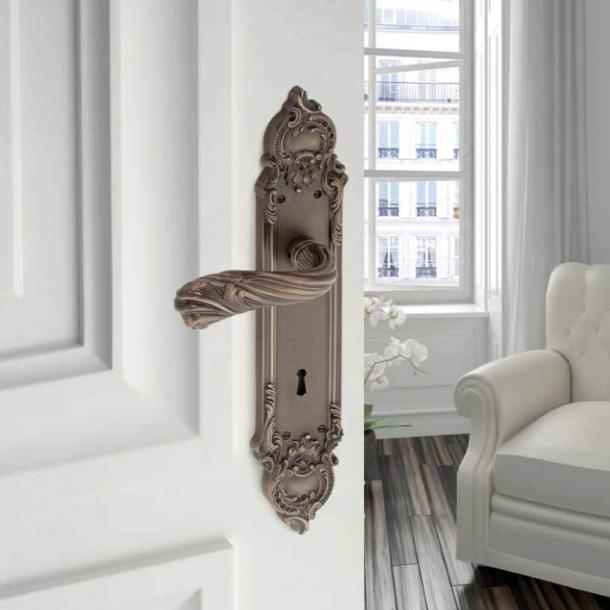 Dørgreb indedørs - Messing langskilt - Italiensk Barok - model C12010