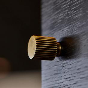 Beslag Design Cabinet knobs - Model Helix Stripe