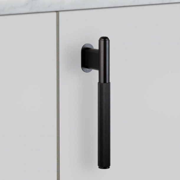 Buster + Punch - Linear L-Bar - Massives schwarzes Metall