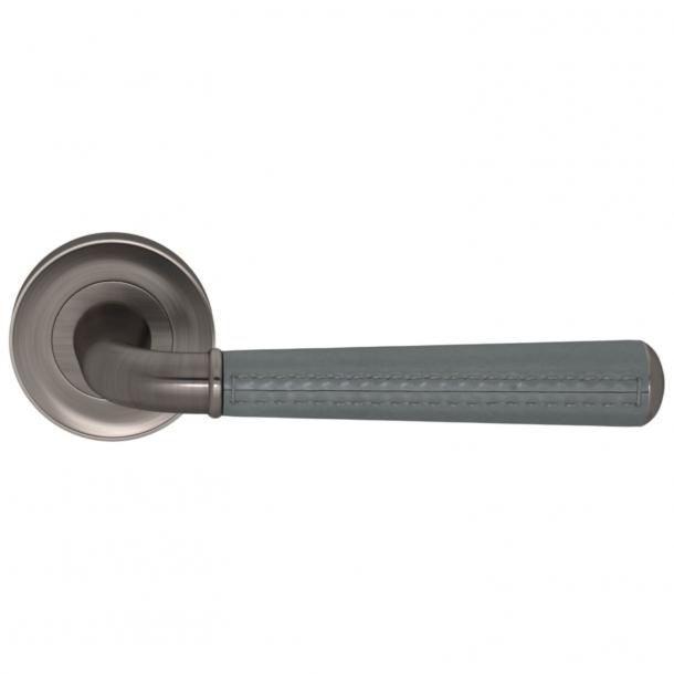 Turnstyle Design Dørgreb - Skifergråt læder / Vintage nikkel - Model CF2992