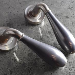 Door handles - Model DF3025 Turnstyle Design