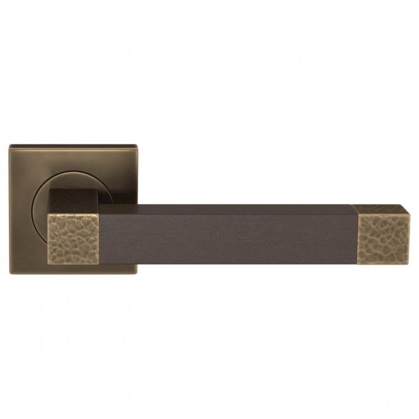 Turnstyle Design Dørgreb - Skóra w kolorze czekolady / Mosiądz polerowany na ciemny - Model HR1021