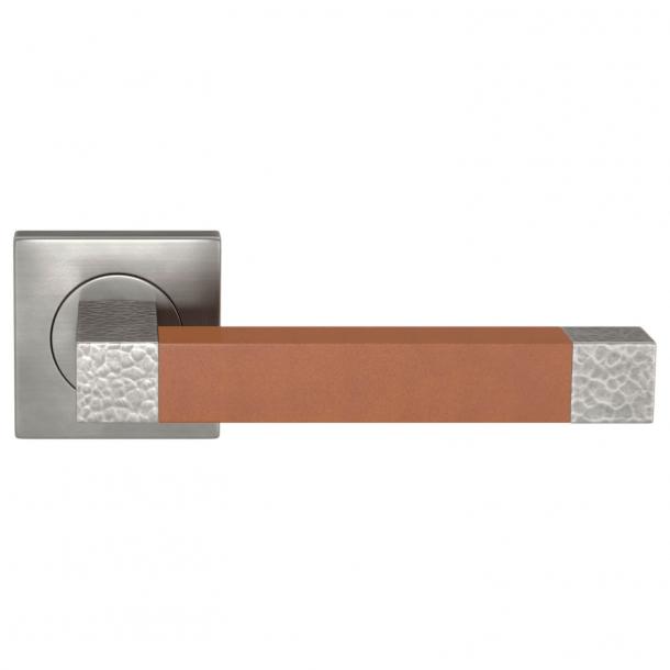 Klamka do drzwi - Turnstyle Design - Skóra w kolorze jasnego brązu / Nikiel polerowany na ciemny