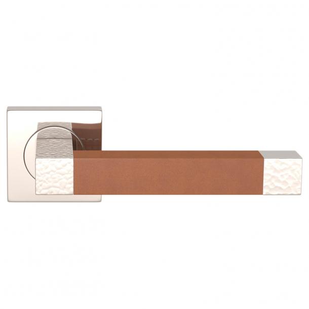 Turnstyle Design Dørgreb - Tan leather / Polished nickel - Model HR1021