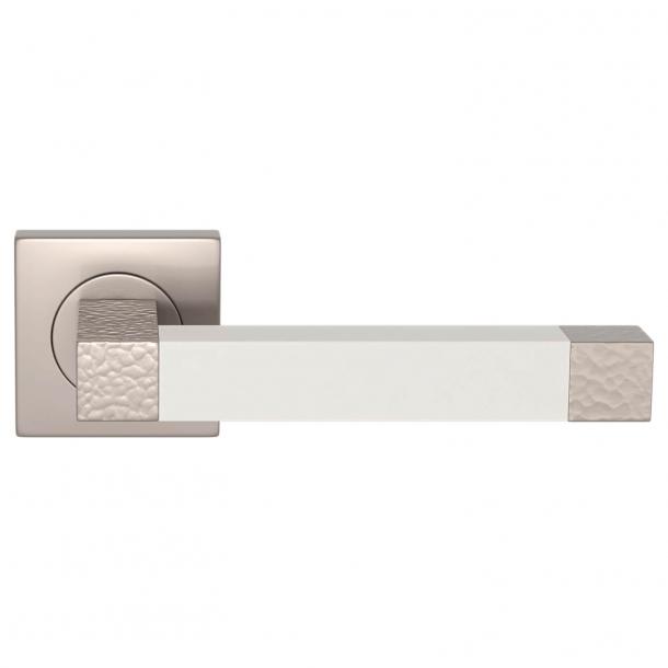 Turnstyle Design Dørgreb - White leather / Satin nickel - Model HR1021