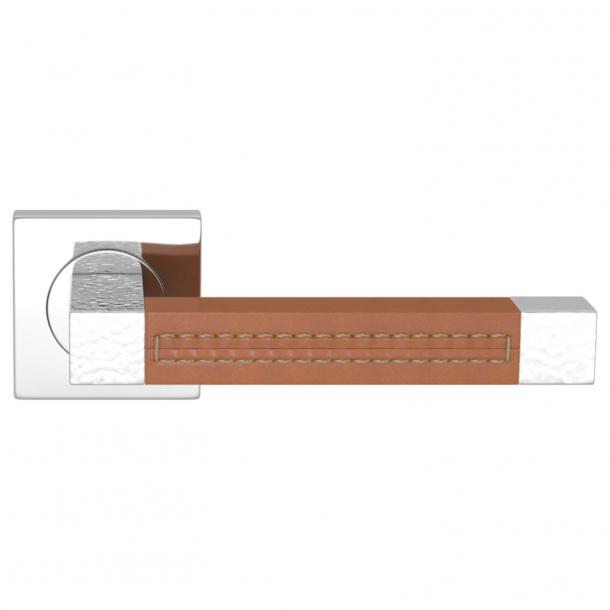 Turnstyle Design Dørgreb - Tan leather / Bright chrome - Model HR1025