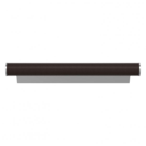 Turnstyle Designs Møbelgreb - Kakaofarvet Amalfine / Blank krom - Model P3170