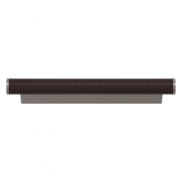Turnstyle Designs Møbelgreb - Kakaofarvet Amalfine / Satin nikkel - Model P3170