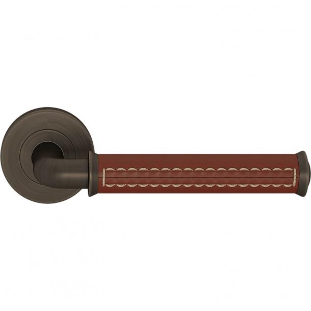 Turnstyle Design Door handle - Chestnut leather / Vintage patina - Model QL2004