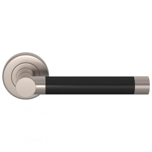 Klamka do drzwi - Czarna skóra / Szczotkowany nikiel - Turnstyle Designs - model R1018