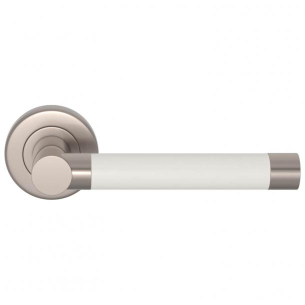 Turnstyle Designs Dørgreb - Hvid læder / Børstet nikkel - Syninger indad - Model R1018
