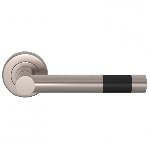 Turnstyle Design Dørgreb - Sort læder / Satin nikkel - Model R1020