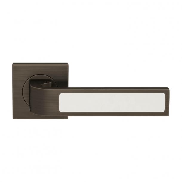 Turnstyle Design Door handle - White leather / Vintage patina - Model R1022