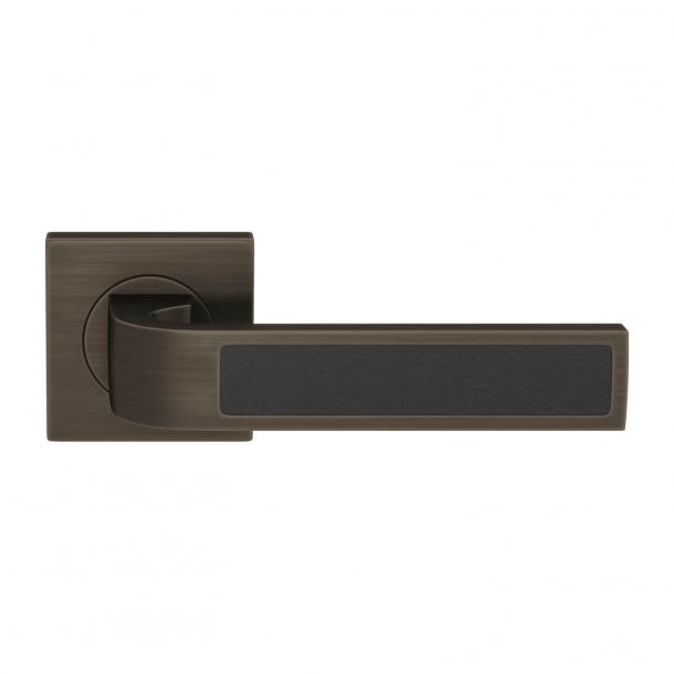 Turnstyle Design Door handle - Tan leather / Vintage patina - Model R1022