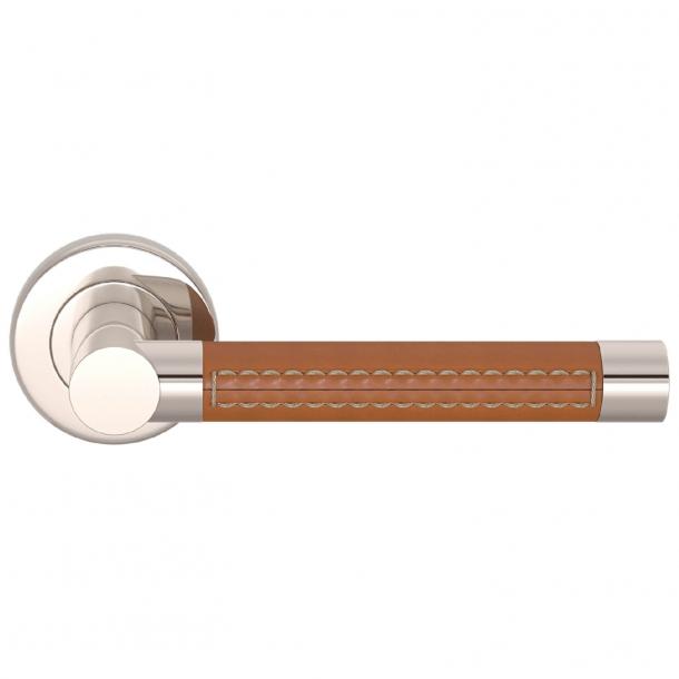 Klamka do drzwi - Turnstyle Design - Skóra jasno brązowa / Nikiel polerowany - Model R1024
