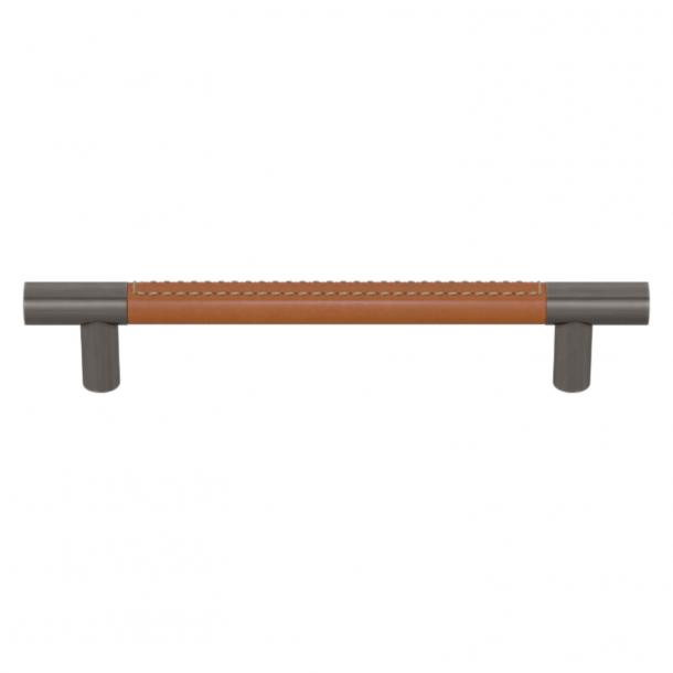 Turnstyle Designs Møbelgreb - Solbrunt læder / Vintage nikkel - Model R1910