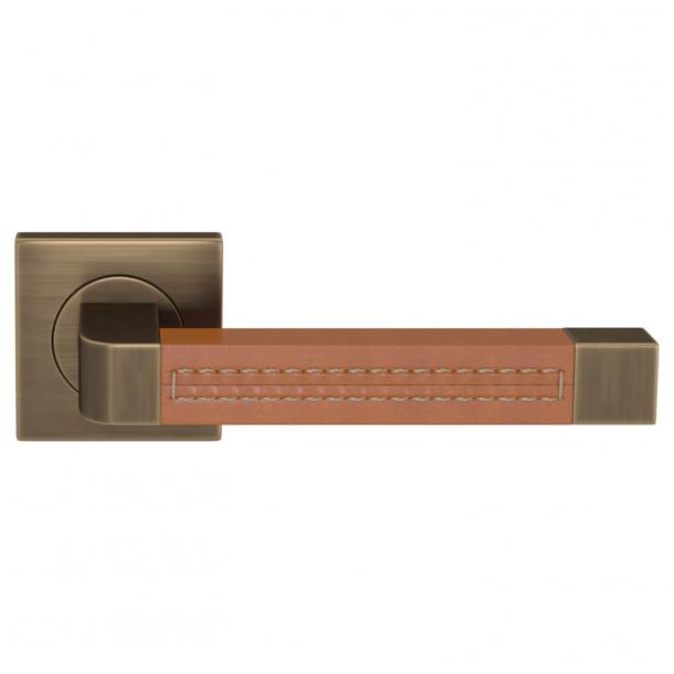 Klamka do drzwi - Turnstyle Designs - Skóra brązowa / Antyczny mosiądz - Model R1941