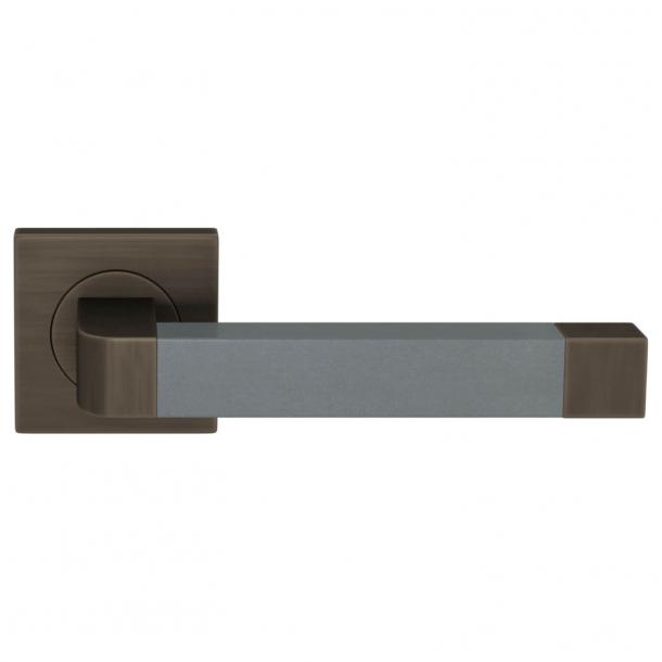 Turnstyle Design Door handle - Slate gray leather / Vintage patina - Model R2030