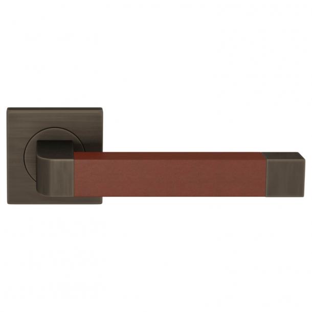 Turnstyle Design Door handle - Chestnut leather / Vintage patina - Model R2030