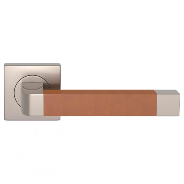 Turnstyle Design Dørgreb - Solbrunt læder / Satin nikkel - Model R2030