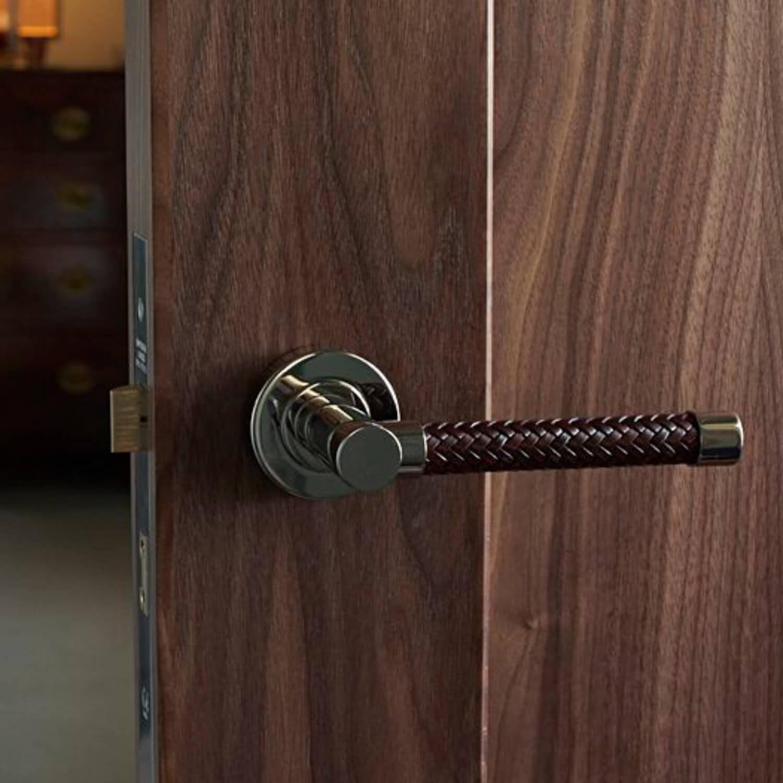 Vævet læder dørgreb - Turnstyle Design - Villahus