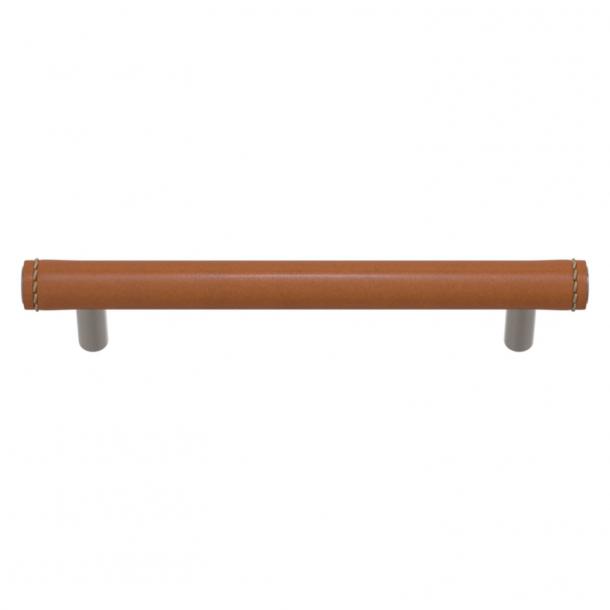 Turnstyle Designs Møbelgreb - Solbrunt læder / Satin nikkel - Model T1470