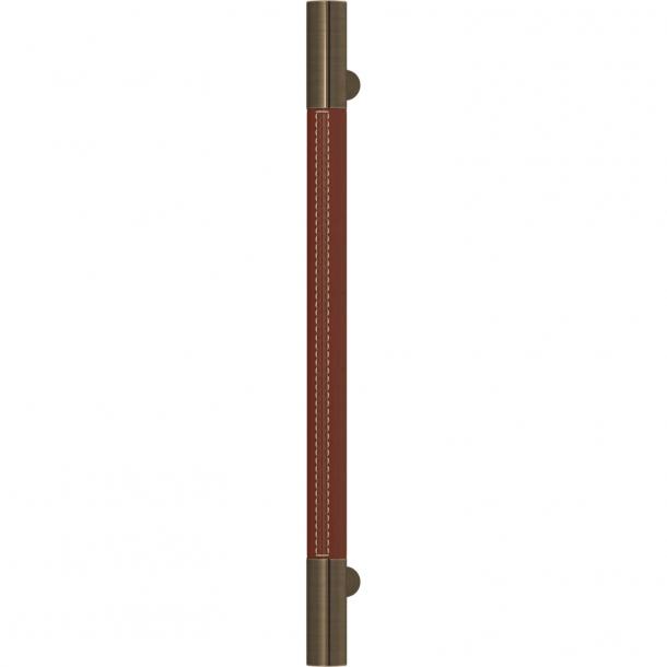 Uchwyt meblowy - Skóra kasztanowa / Antyczny mosiądz - Turnstyle Design - Model R1075