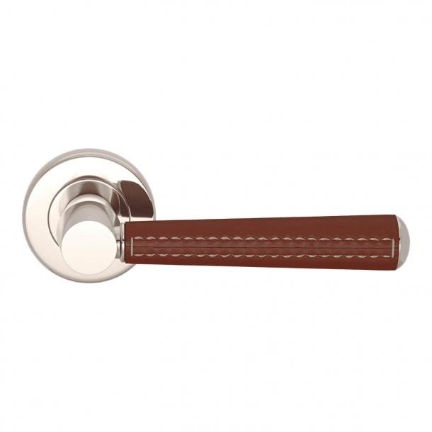 Dörrhandtag - Kastanjkolat läder och blank nickel - Sy på utsidan - Modell C1012