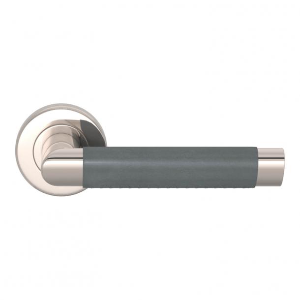 Turnstyle Design Dørgreb - Skifergråt læder / Poleret nikkel - Model C1013