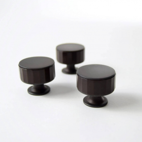 Turnstyle Designs Cabinet knobs model P5050